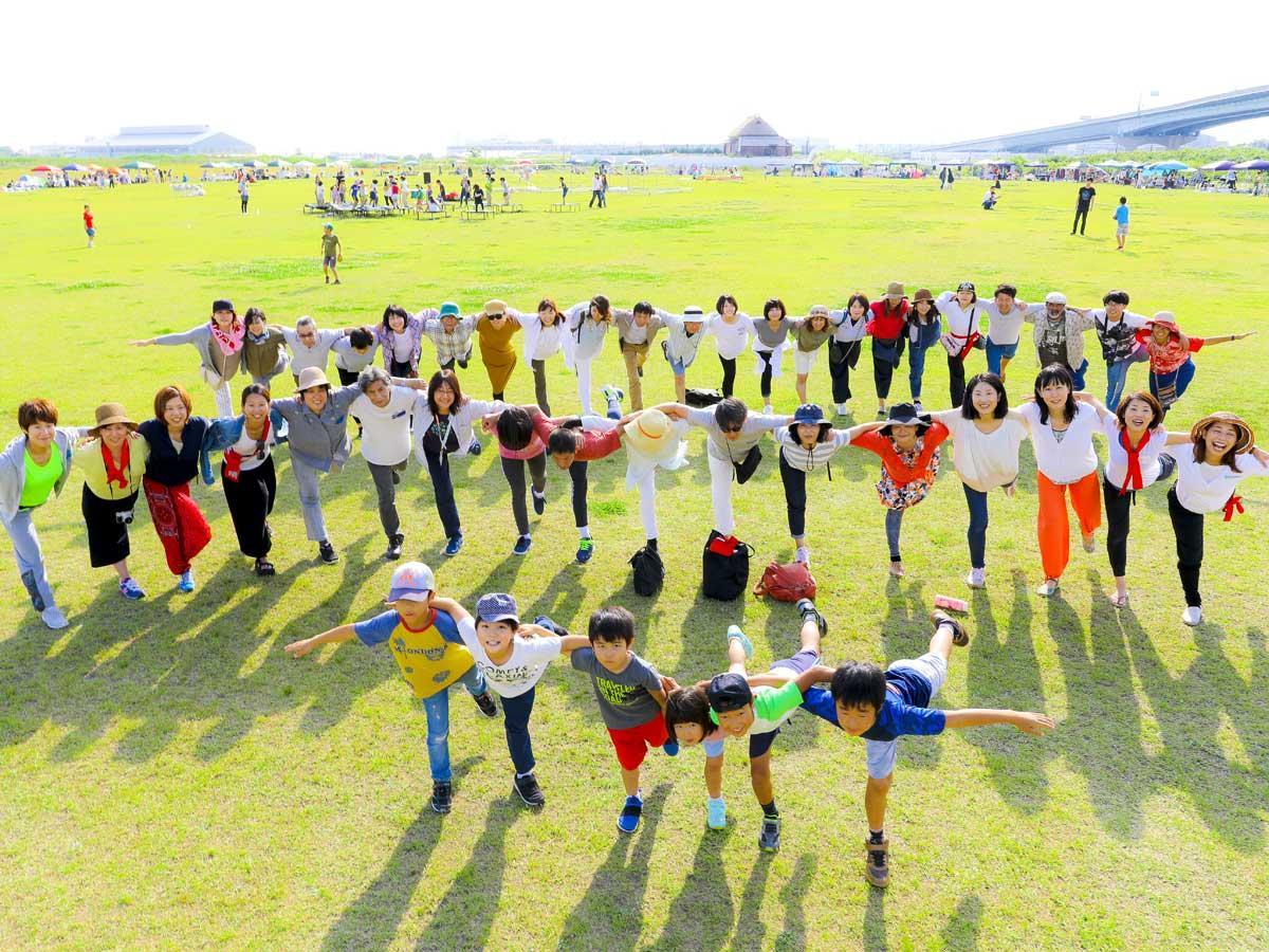 イベントシンボル「鶴のポーズ」(昨年の様子)