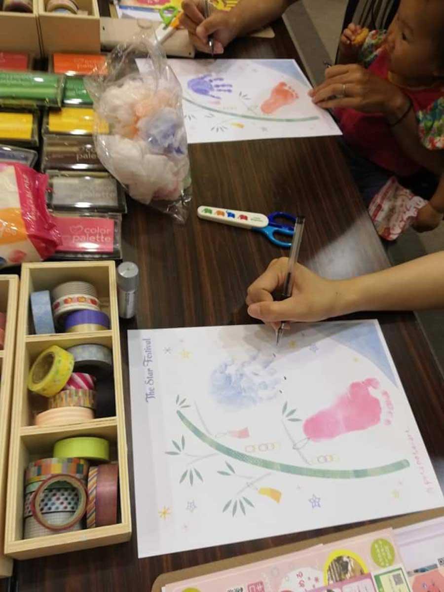 手形アートの七夕飾りを作る(過去開催の様子)