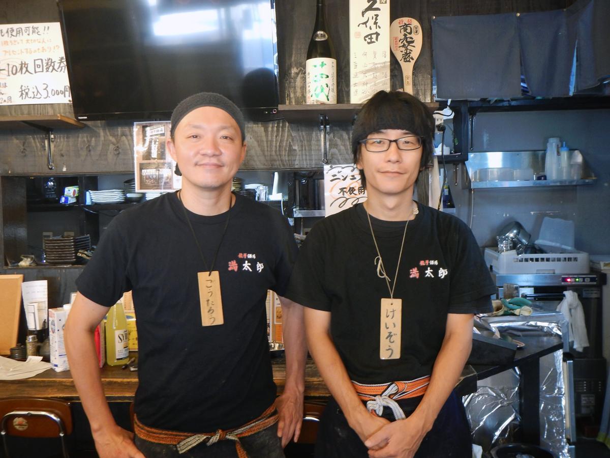 オーナーの辻さん(左)と塚口店店長の久保さん