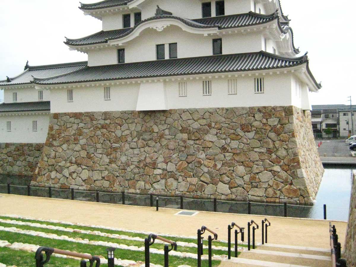「唄うあまがさき 第1回あまペラ~大学生アカペラライブ」を行う尼崎城北側の様子