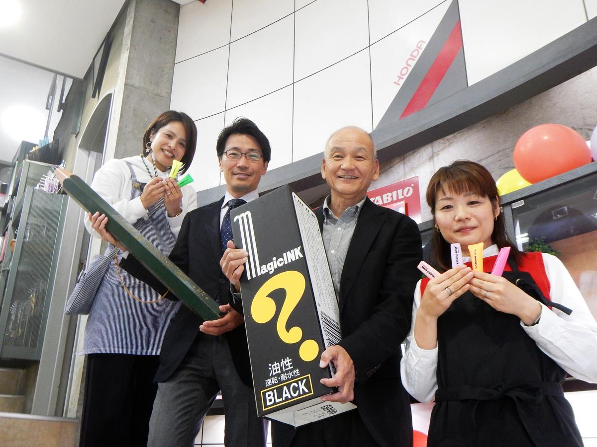 本田さん(中・左)、官浪さん(中・右)とスタッフの皆さん