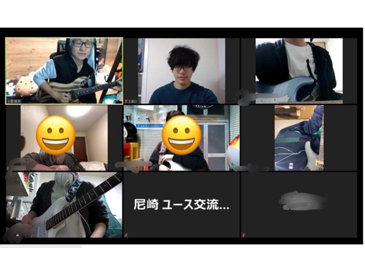 「オンラインギター講座」の様子。「中高生の『やってみたい』を大事にしながら、講師に協力をお願いして実施している。『カラオケ行きたい』『みんなでゲームしたい』などの声を生かしたイベントも」と担当者