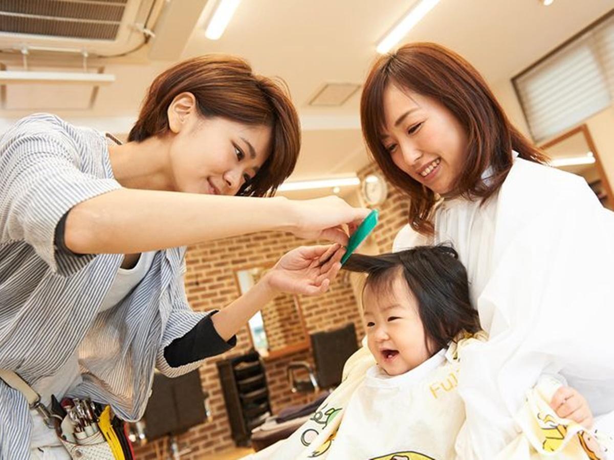 500円で子どもたちの髪をカット(イメージ)。「つまらない夏休みを過ごした子どもたちへ、商店街からささやかなプレゼント」と担当者