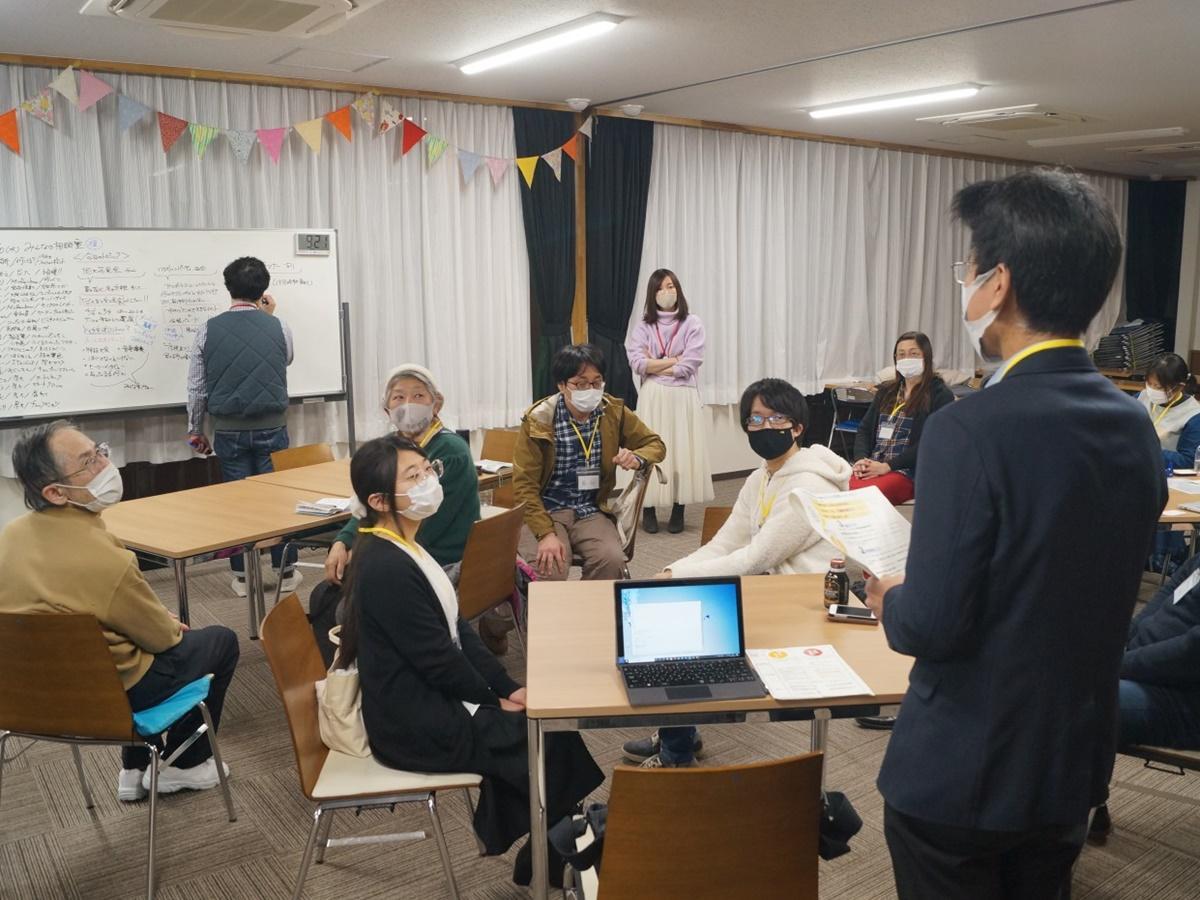 市民の思いを持ち寄り、解決方法を探る「みんなの尼崎大学相談室」の様子。「自分の思いを知る人が増えたり、違う考えを聞いたりすることもできる。さまざまな広がりが生まれている」と担当者
