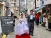伊丹の商店街が「バージンロード」に 街コンカップルを祝福