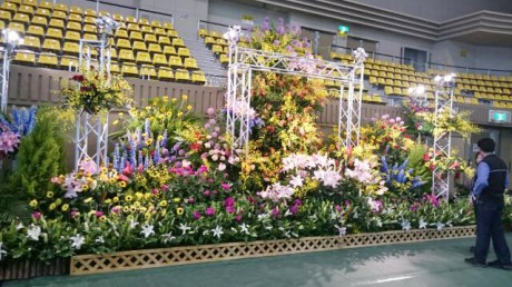 花と緑のオブジェ「ガーデンモニュメント」