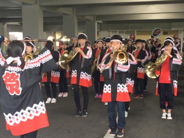 旭川中央中学校で急きょ開催された吹奏楽部による「ぐるぐる音楽大行進」