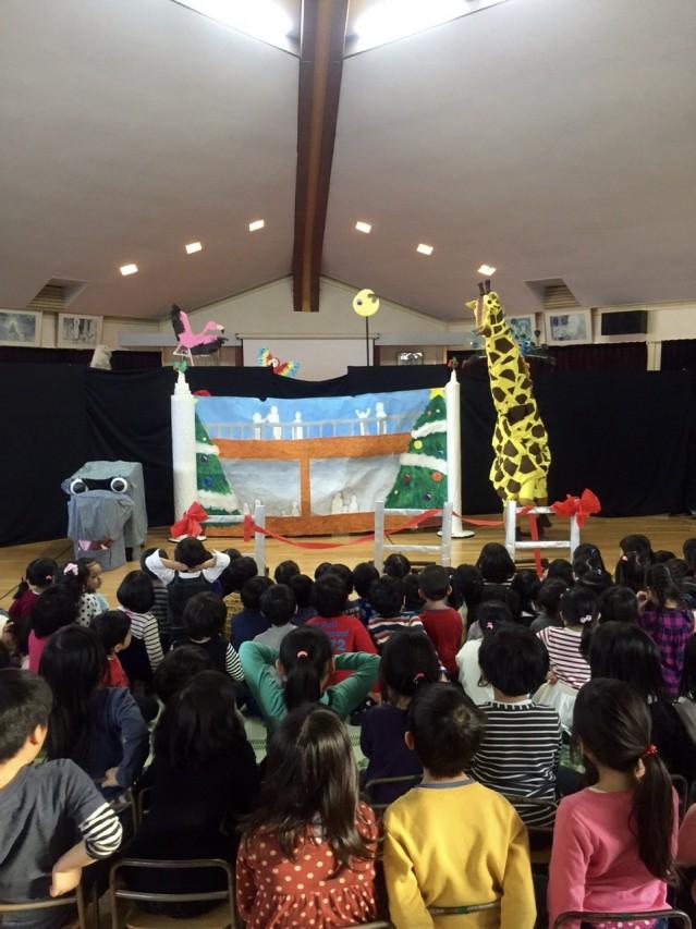 2015年市内幼稚園クリスマスイベントでの手作りの演劇の模様