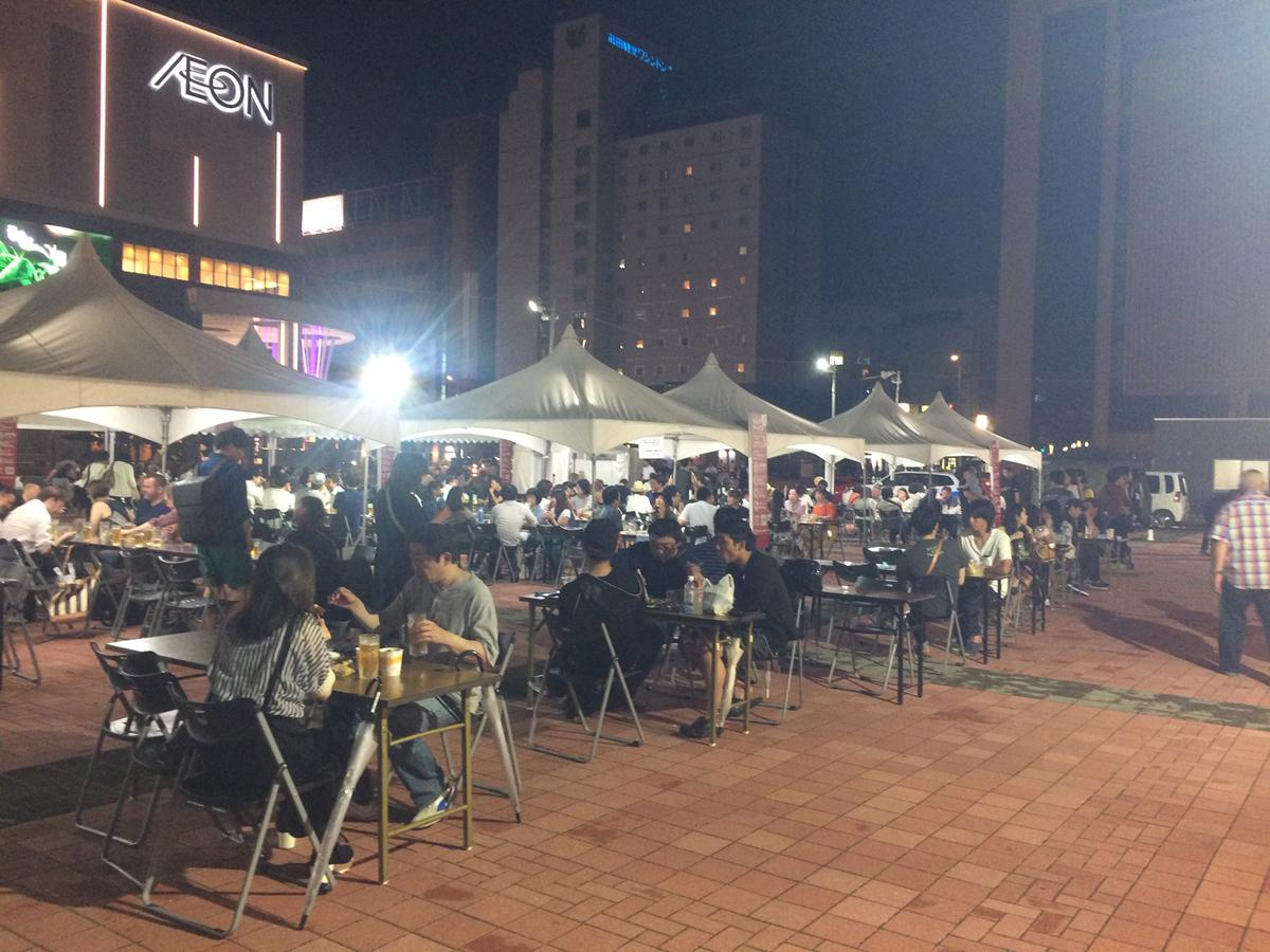 「夏のフードフェスティバル」の会場となった駅前広場。