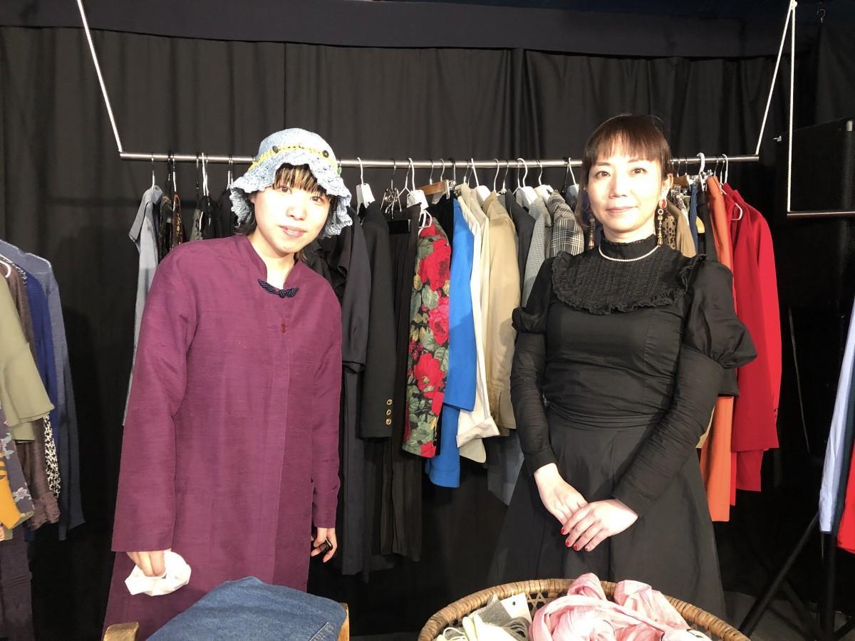 事務局の竹田さんとフリーマーケットの中心メンバー笹谷さん