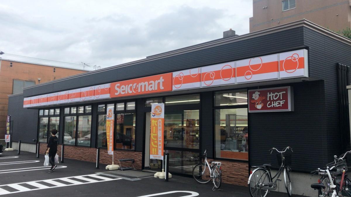 新仕様の外観色「ネイビー」が新鮮な「セイコーマート旭川6条大雪通店」