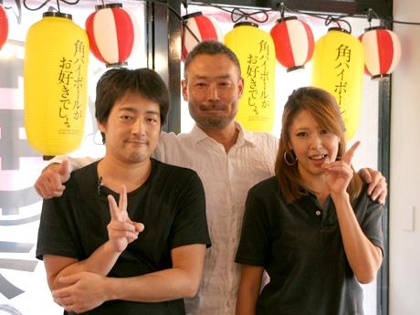 店主の熊谷次郎さん(中央)とスタッフ
