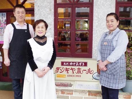 左から杉平光司さん、米子さん、淑江さん