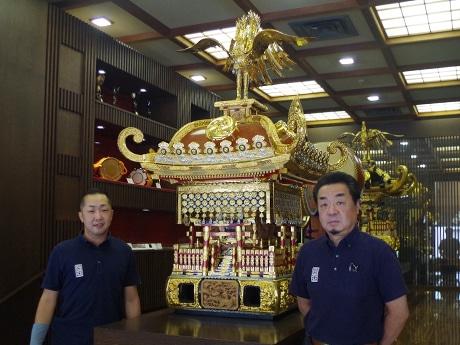 左から「宮本卯之助商店」の浅野浩章さん、山下佳一さん