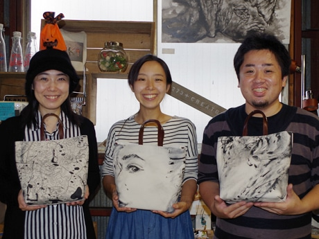 (左から)アーティストのOumaさん、Aimi Chiyoyaさん、佐藤周作さん
