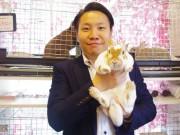 「With Bunny 浅草店」の川岡智之さんと「ミニレッキス」の雷ちゃん