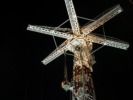 作業灯がともる、Beeタワー