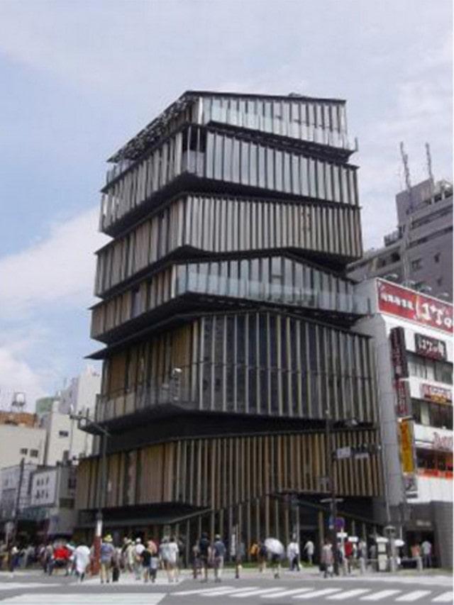 建築家の隈研吾さんが設計した浅草文化観光センター