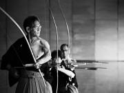 浅草橋で弓道写真展 「弓道の美しさに迫りたい」とモノクロ写真で挑む