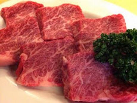 幻の牛といわれる「伊賀牛」をヒマラヤ岩塩で食べる炭火伊賀焼