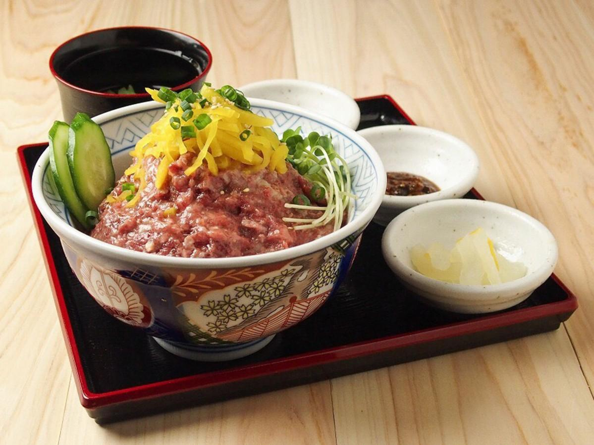 ランチの1番人気メニューという「生肉ネギトロ丼」