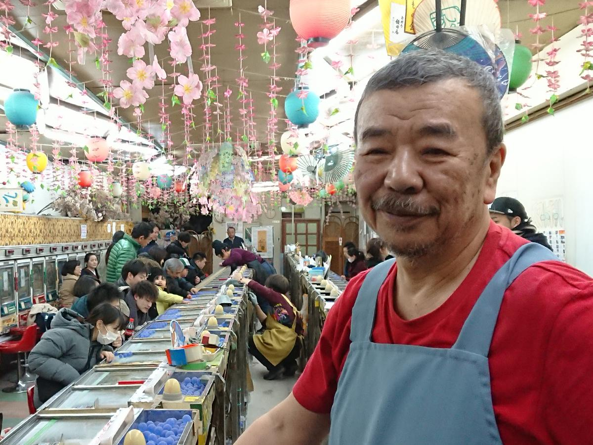 まだ実感が湧かないという店主の江川明智さんは最期まで笑顔