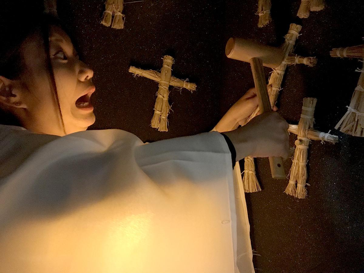 スリルを体験できるという、「願いの藁(わら)人形打ち体験」