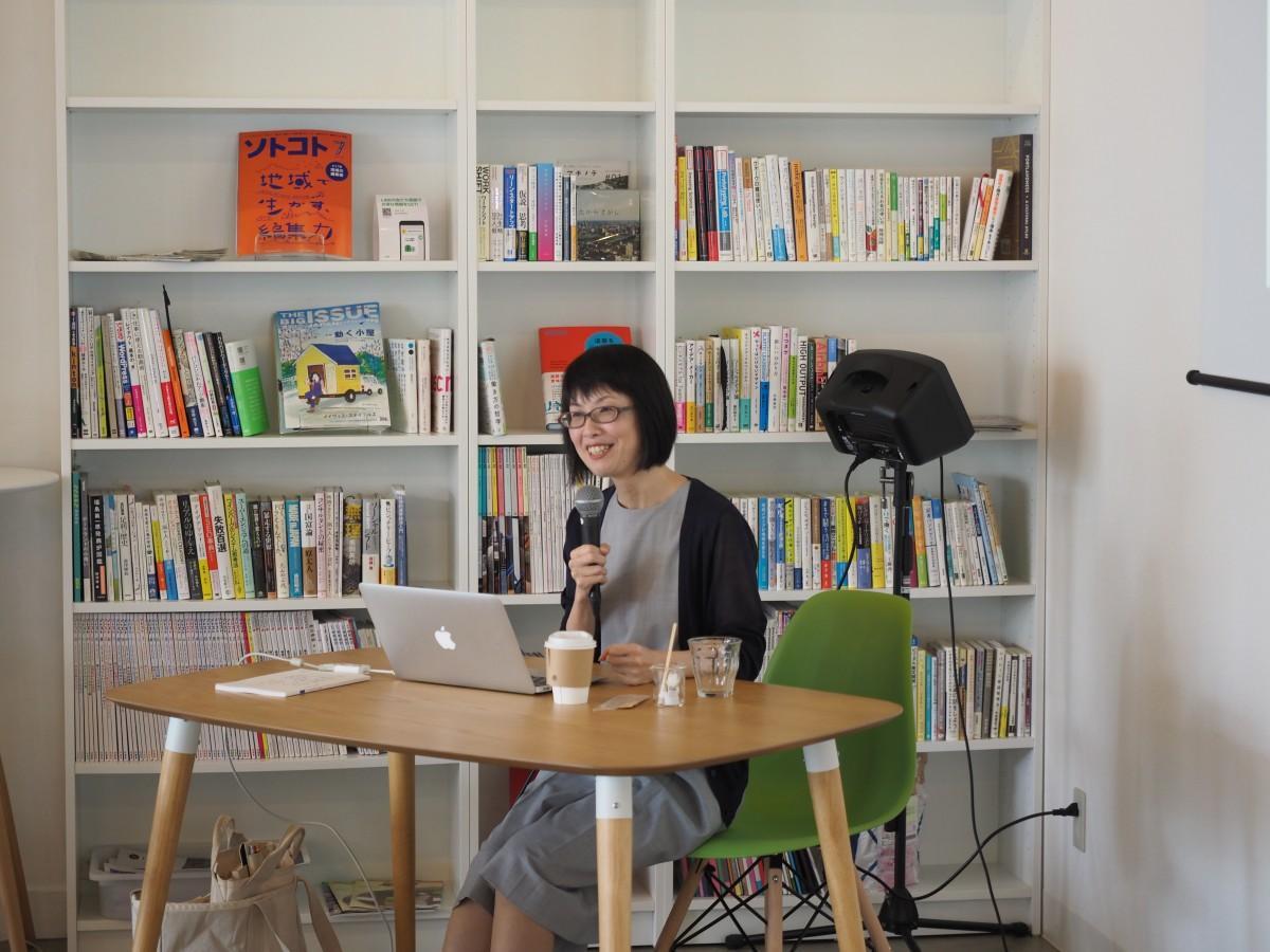 講演を行うジャーナリストの田中輝美さん