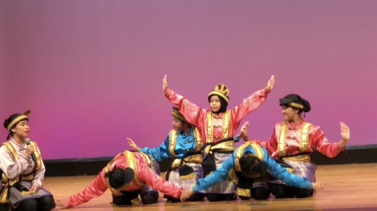 東京インドネシア共和国学校生徒の伝統舞踊