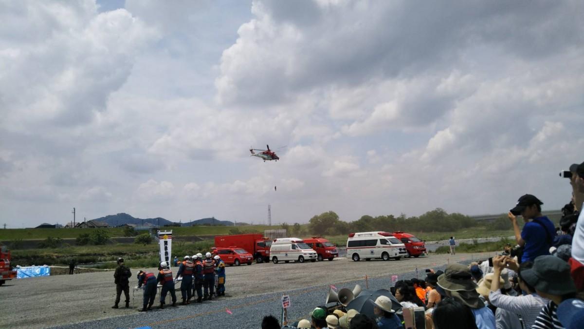 ヘリコプターによる重傷者の救出訓練