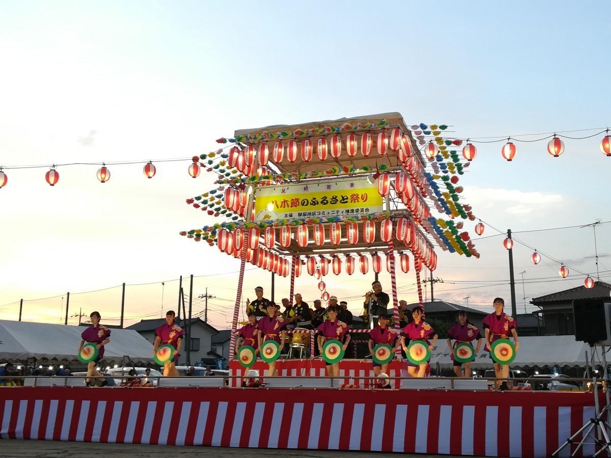 足利女子高校ダンス部・足利八木節連合会の演目の様子