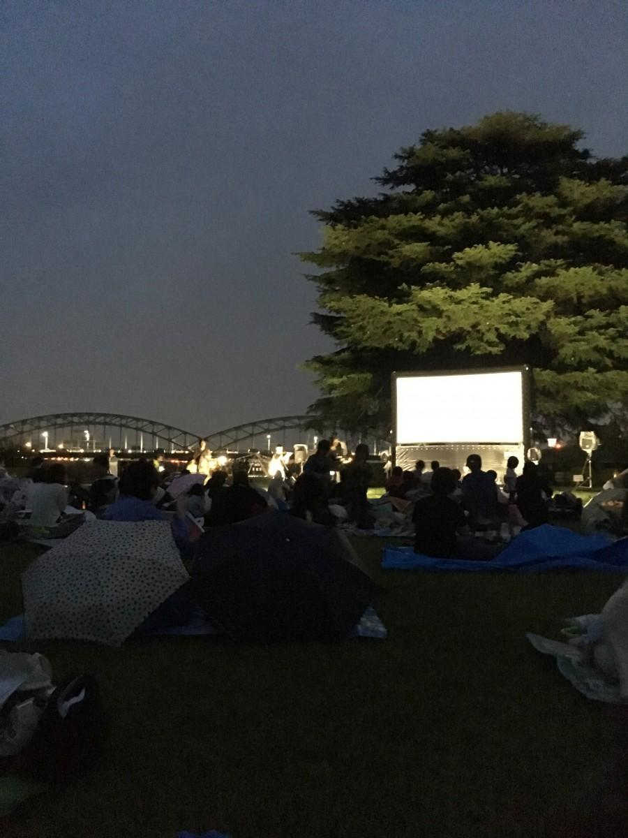 昨年開催の野外上映イベント「中橋リバーサイドシネマ」
