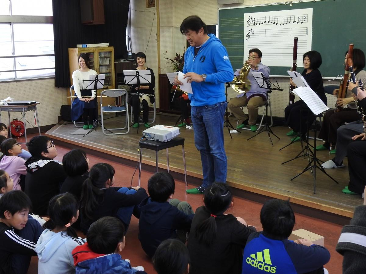 佐渡裕さんと「シエナ・ウインド・オーケストラ」木管八重奏アンサンブルメンバー