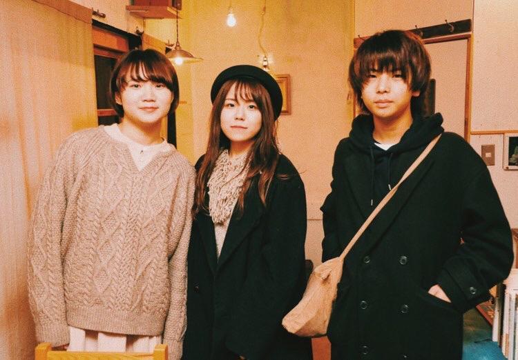 今年成人式を迎える3人(左から野々村さん、艷さん、新井さん)