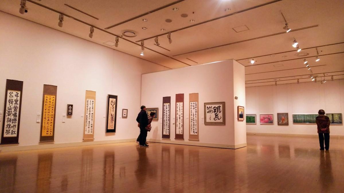 ゆっくりと書や日本画の鑑賞を楽しむ