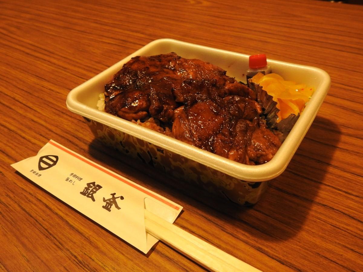 3種弁当の一つ「鳥焼き丼」