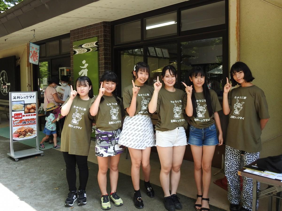 「RISING/ZERO」メンバーのKAEDE、NAMI、あいり、あやね、MIO、LANA(敬称略、左から)
