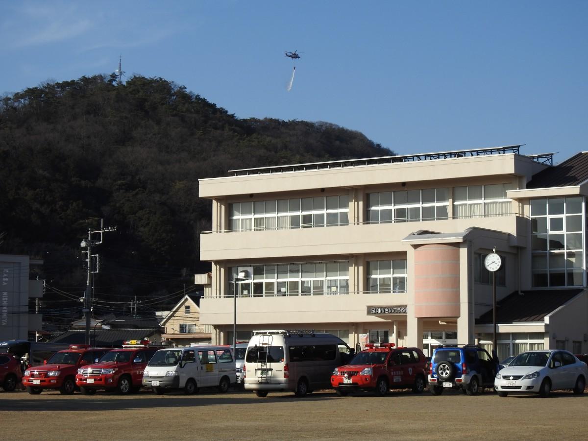 現地指揮本部を設置する「さいこうふれあいセンター」(西宮町、28日15時40分ごろ撮影)