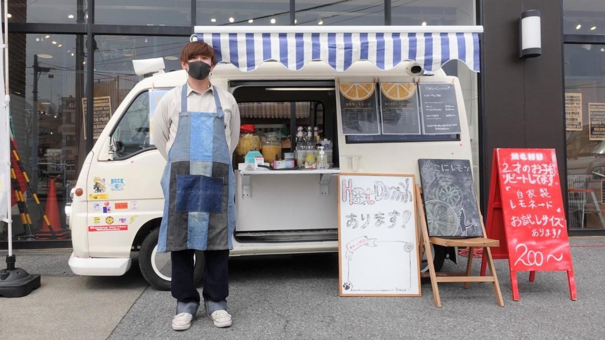 「ねこにレモン」キッチンカーと店主の冨沢さん