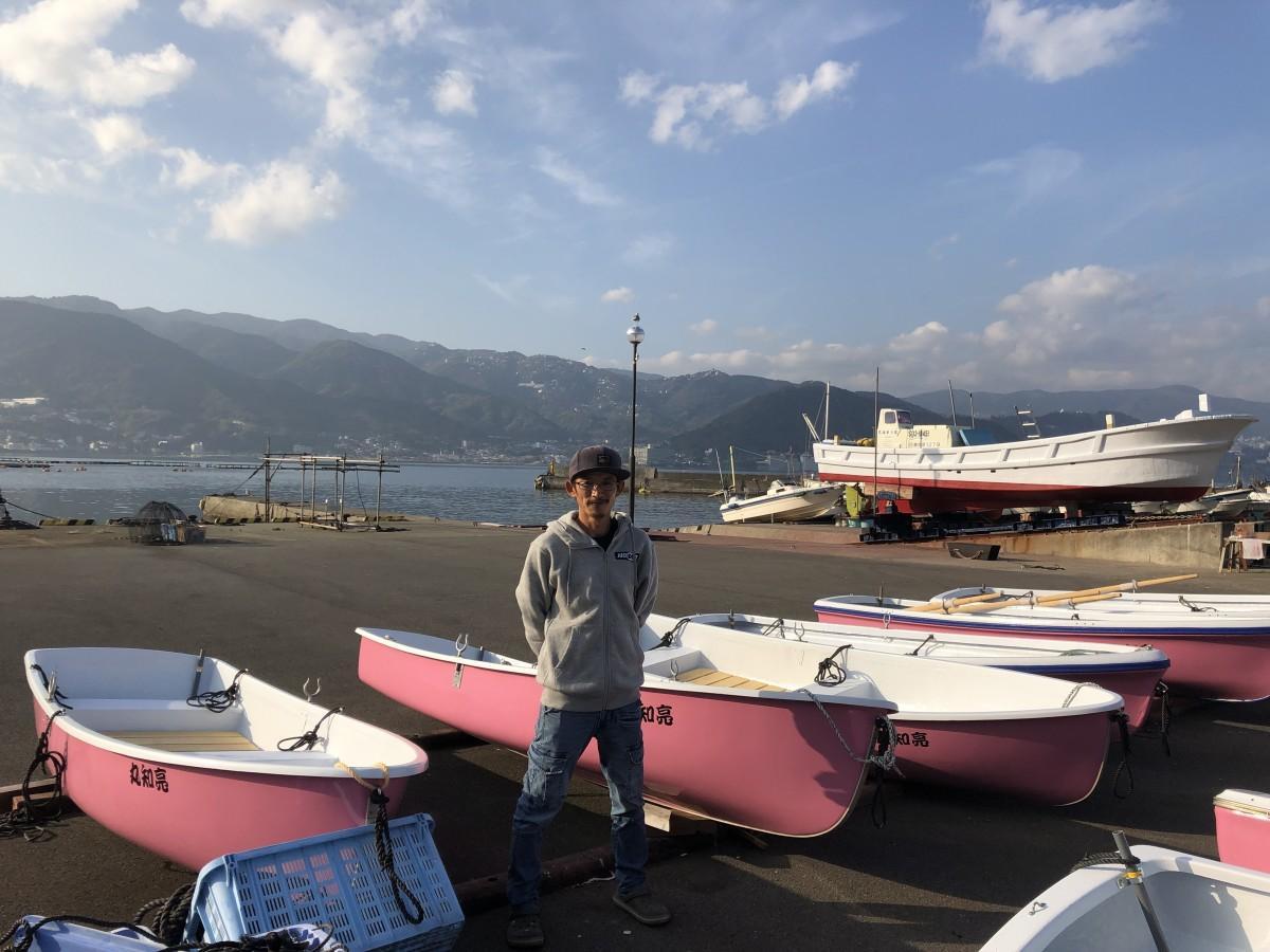 網代漁港内の貸しボート「亮知丸」杉坂亮知社長