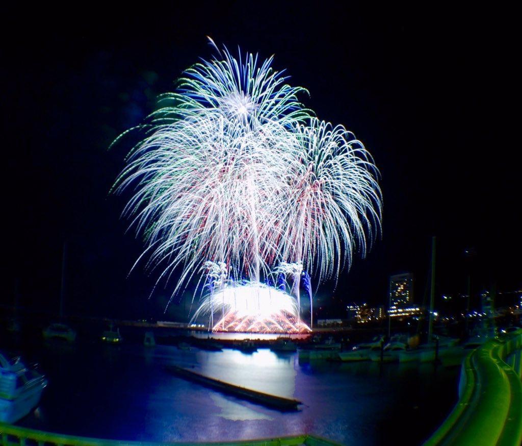 12月23日の熱海海上花火の様子(Twitterアカウント@nsyn_fwksさん提供写真)