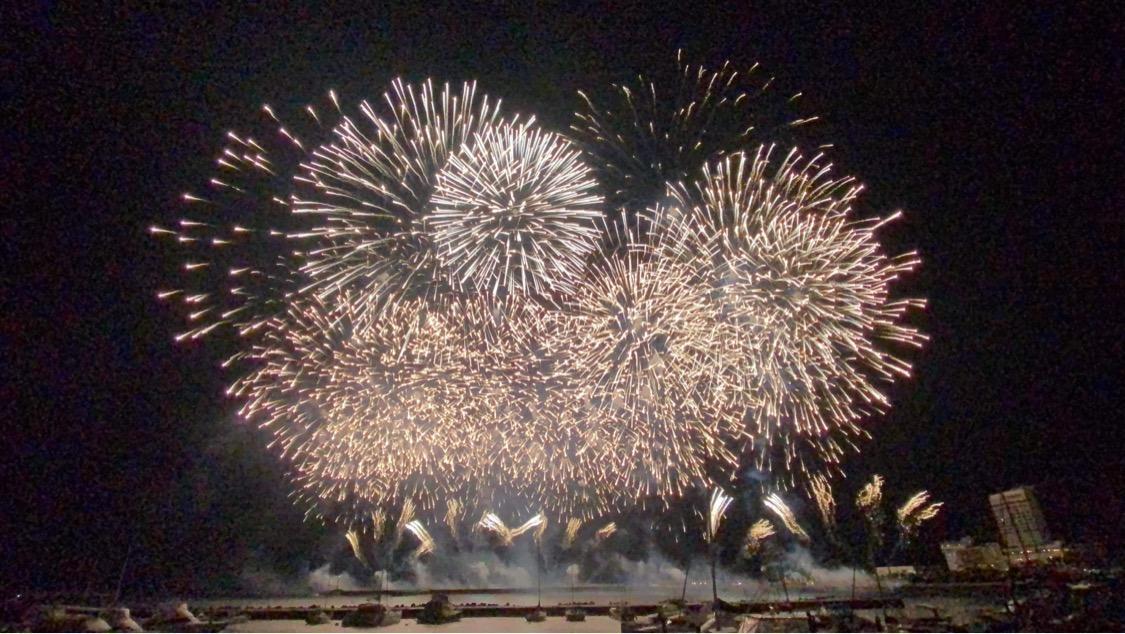 21日に開催した熱海海上花火大会(永田雅之さん提供写真)