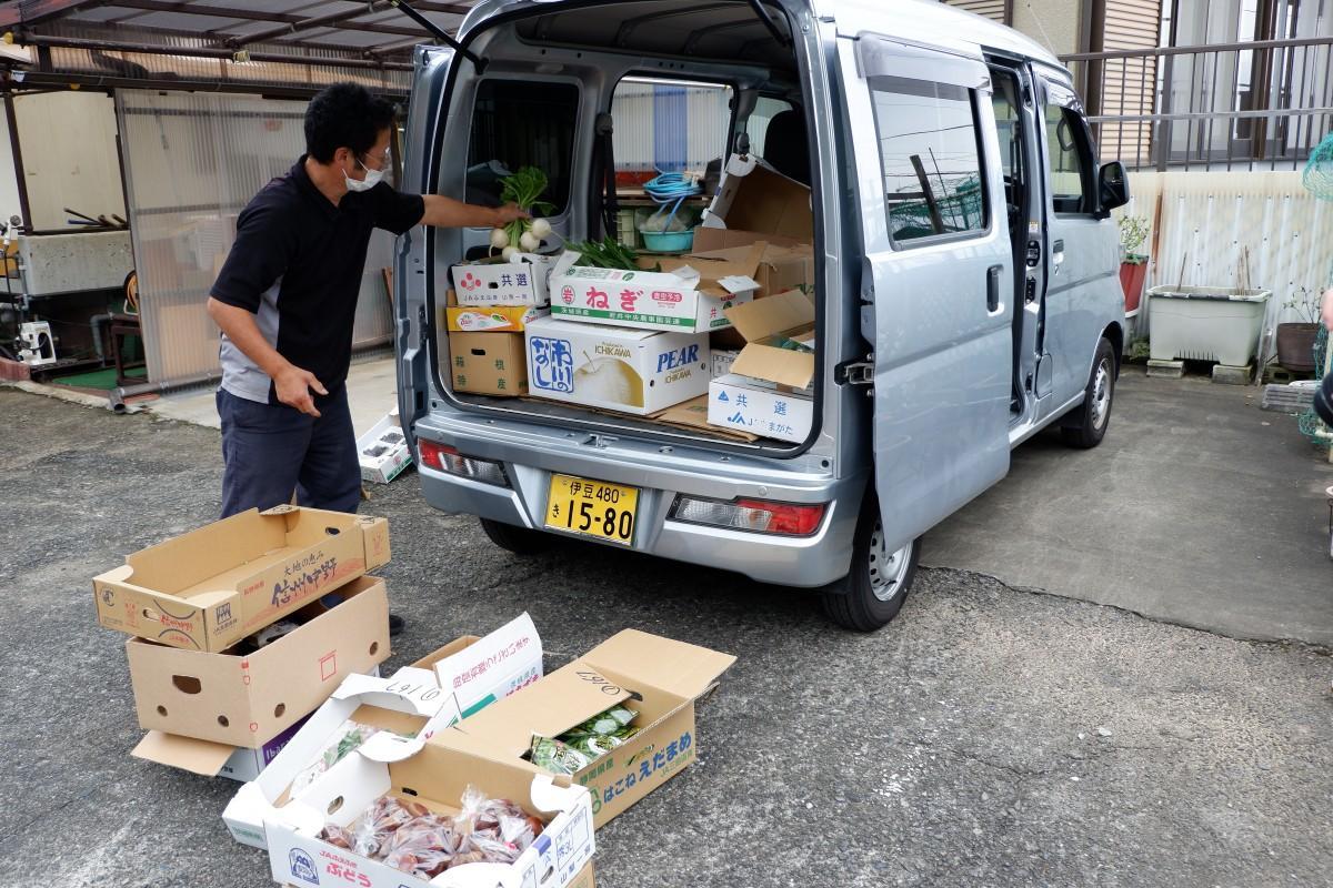 野菜などの移動販売で伊豆山地区の生活支援をする岩本英利さん