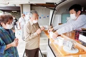 熱海・伊豆山で移動カフェがドリンク無料提供 「地域住民の憩いの場に」