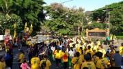 バリ島でウオーキングイベント 9000人が歩きながらゴミ拾い