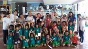 日本の大学生ら、バリ島の託児所で交流