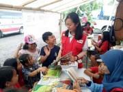 避難住民の子どもたちに簡易図書館 バリ島・カランガッサム地区