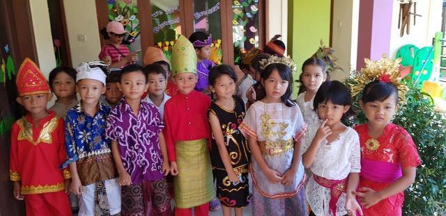 デンパサールの幼稚園の祝賀会