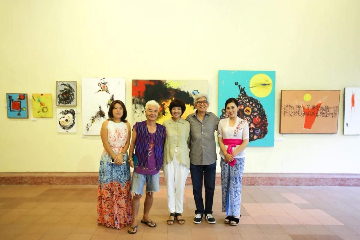 (左から)國井美里さん、Siriusさん、麻生クミさん、Hutomo Ishiiさん、中谷薫さん(司会)