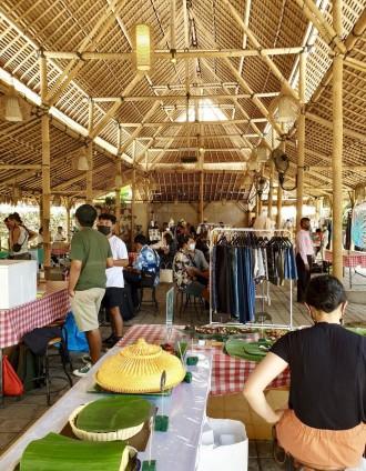 バリ島ウブドで毎月恒例「Ubud Artisan Market」 幅広い世代が来場